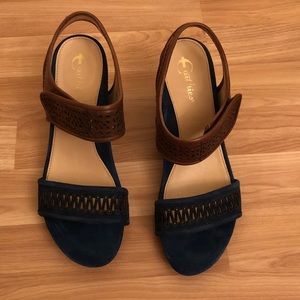 Earthies heels. Size 8. New in box.